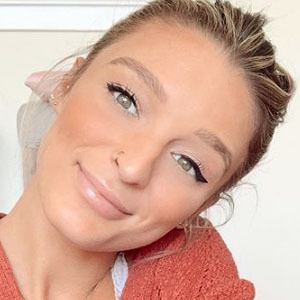 Kate Austin Headshot 5 of 5