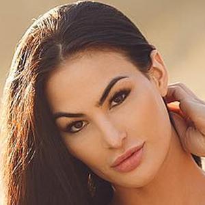 Katelyn Runck 3 of 6