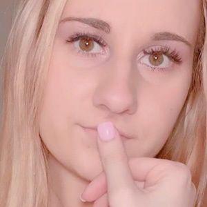Katelyn Taylor 2 of 5