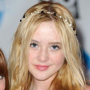 Kathryn Newton 6 of 10