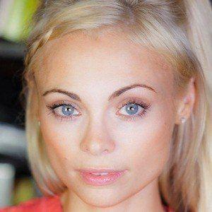 Katja Glieson 8 of 9