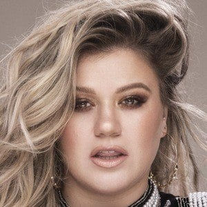 Kelly Clarkson 3 of 10