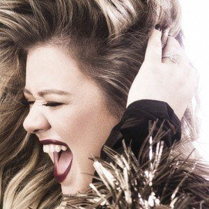 Kelly Clarkson 4 of 10