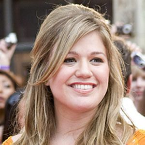 Kelly Clarkson 9 of 10