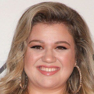 Kelly Clarkson 10 of 10
