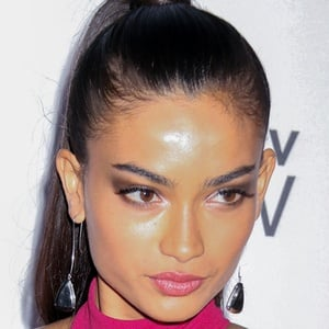 Kelly Gale 5 of 5