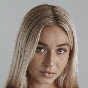 Kelly Lauren 6 of 10