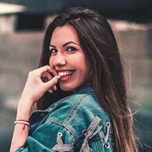 Lara Fructuoso 2 of 5