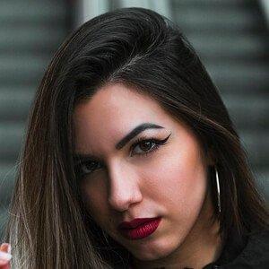 Lara Fructuoso Headshot 9 of 10