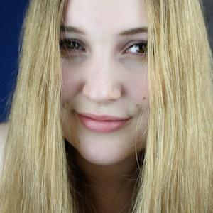 Laura Hohmann 4 of 7