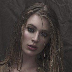 Laura Kirkpatrick 3 of 4
