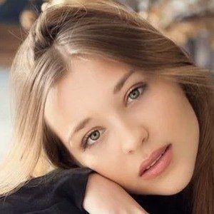 Laura Kumpen 2 of 7