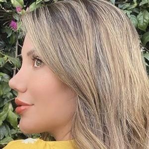 Laura Mellado Headshot 7 of 10