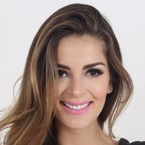 Laura Spoya 2 of 2