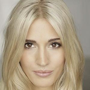 Laura Wilde 2 of 10