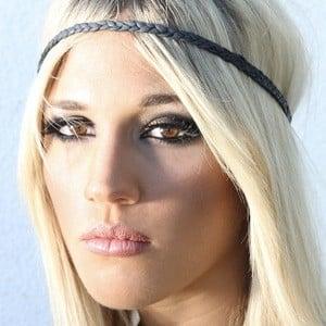 Laura Wilde 4 of 10