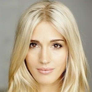 Laura Wilde 6 of 10