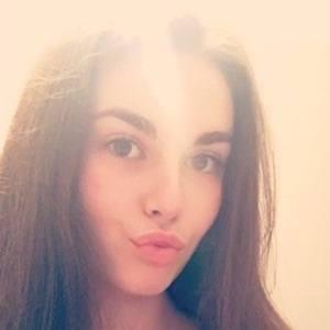 Lauren Alexis 2 of 3