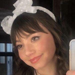 Lauren Donzis Headshot 5 of 10