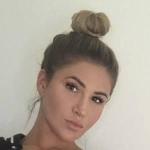 Lauren Pisciotta Headshot 9 of 10