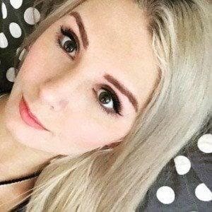 Lauren Southern 3 of 10