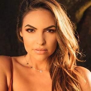 Lea Montes 5 of 6