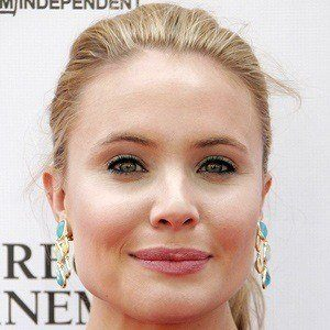 Leah Pipes 2 of 5