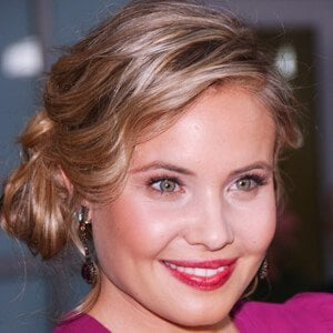 Leah Pipes 6 of 9