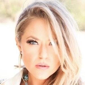 Leah Turner 4 of 6