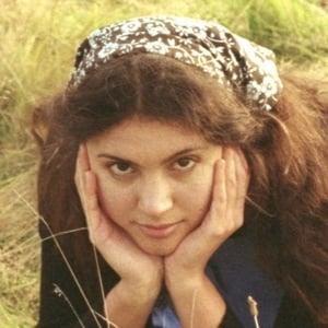 Liana Flores Headshot 2 of 6