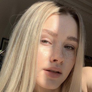 Lili Hamann 3 of 6