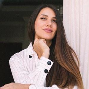 Lili Mitrovic 2 of 6