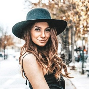 Lili Mitrovic 5 of 6