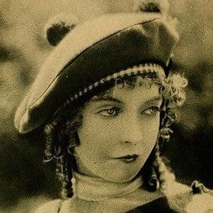 Lillian Gish 2 of 10