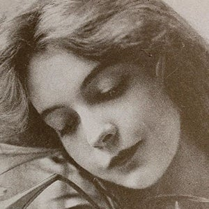Lillian Gish 8 of 10