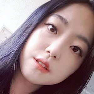 Lina Woo 2 of 6