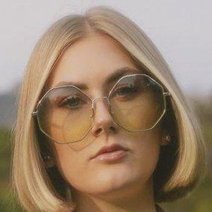Lindsay Webster Headshot 7 of 10