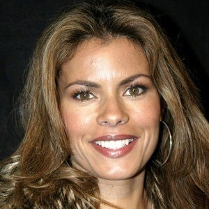 Lisa Vidal 8 of 10