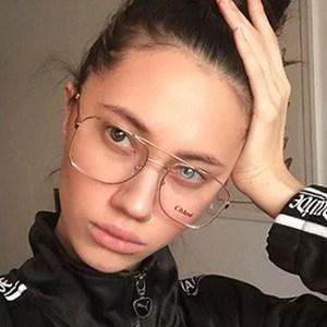 Liza Gysevskaya Headshot 3 of 5