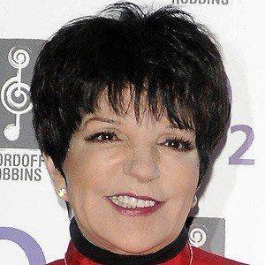 Liza Minnelli 4 of 10