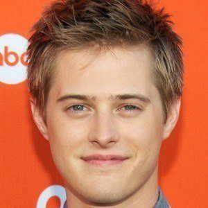 Lucas Grabeel 5 of 9