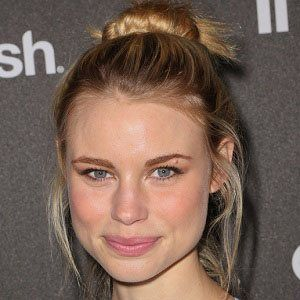 Lucy Fry 2 of 10