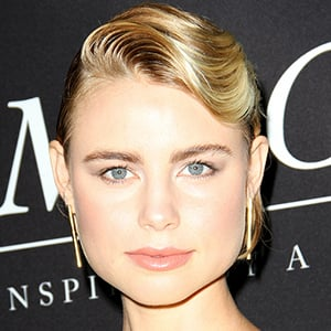 Lucy Fry 10 of 10