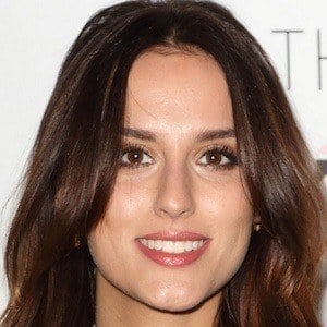 Lucy Watson 7 of 10
