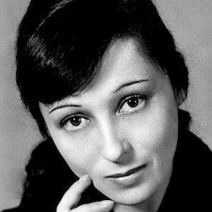 Luise Rainer 3 of 10