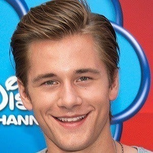 Luke Benward 4 of 10