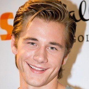 Luke Benward 9 of 10