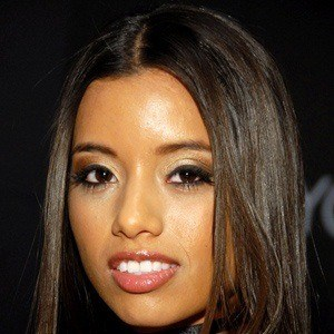 Lupe Fuentes 4 of 5