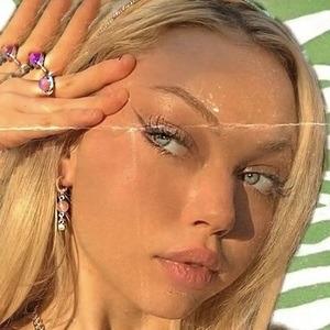 Madeleine Lucas Headshot 9 of 10
