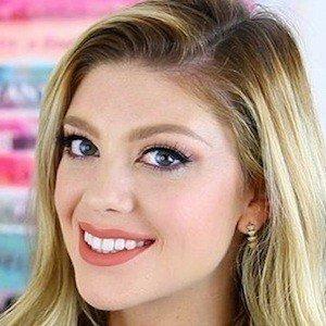 Madison Miller Headshot 7 of 10